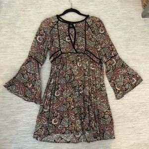 American eagle paisley dress with long sleeves